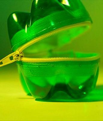 botol dan plastik dari botol menjadi barang bekas yang bermanfaat